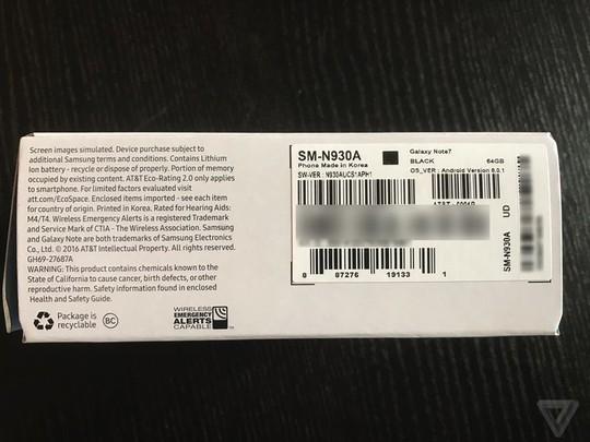 Vỏ hộp có ký hiệu hình vuông màu đen, được cho là bản Galaxy Note 7 thay thế. Ảnh: The Verge