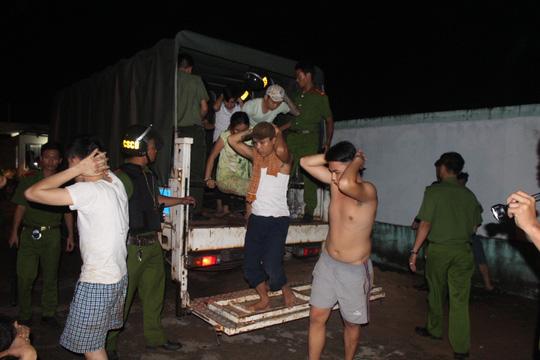 Những học viên cai nghiện bỏ trốn được đưa về Trung tâm Cai nghiện Đồng NaiẢnh: XUÂN HOÀNG
