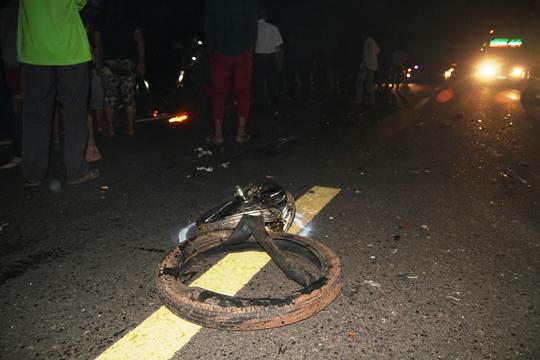 Chiếc xe máy bị xé nát thành nhiều mảnh