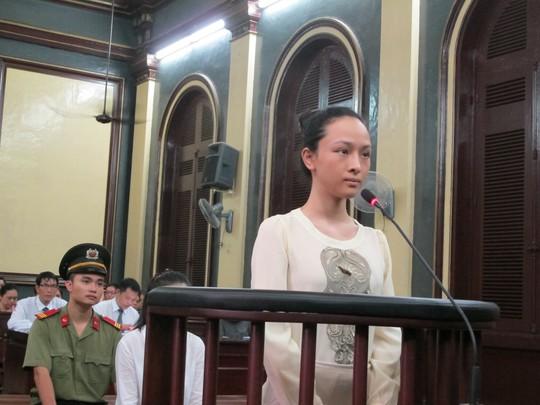 Hoa hậu Phương Nga trả lời HĐXX