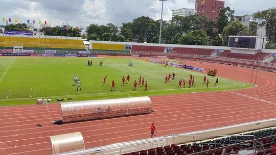 Đội tuyển CHDCND Triều Tiên tập luyện giữa trưa nắng để chiều thi đấu cùng tuyển Việt Nam