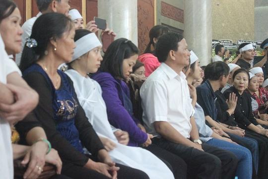 Nhiều bạn bè và người thân từ Hà Nam, Thanh Hoá, Khánh Hoà cũng đến nói lời từ biệt cuối cùng với các anh. Chị Minh, bạn Trung úy Đặng Đình Duy, viết trong sổ tang: Hãy an nghỉ anh nhé. Anh là người hùng của đất nước