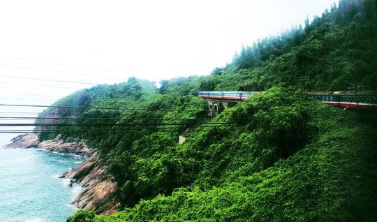 Chinh phục đèo Hải Vân là cung đường đẹp nhất trong hành trình