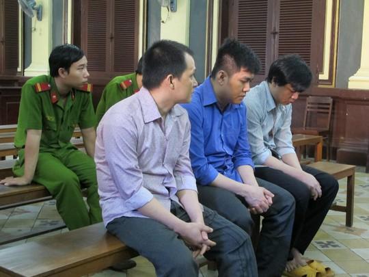 Các cựu nhân viên Bệnh viện Nhi Đồng 1 tại tòa