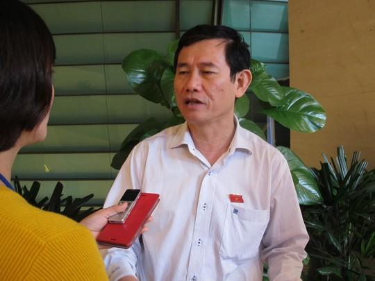 ĐBQH Nguyễn Ngọc Phương khẳng định cán bộ thu lại tiền cứu trợ để chia đều là không tham ô nhưng cách làm vi phạm tính thực chất