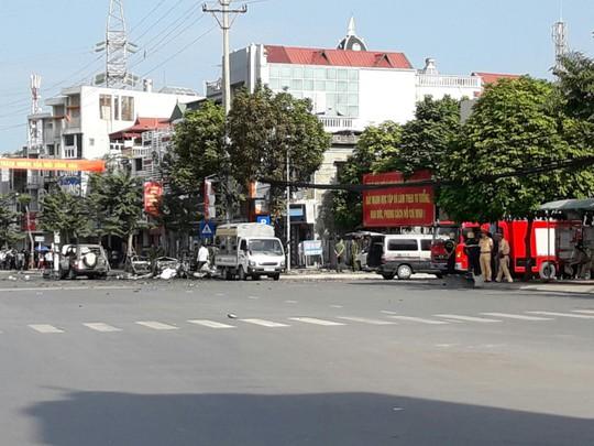 Phong toả hiện trường sau vụ nổ xe taxi