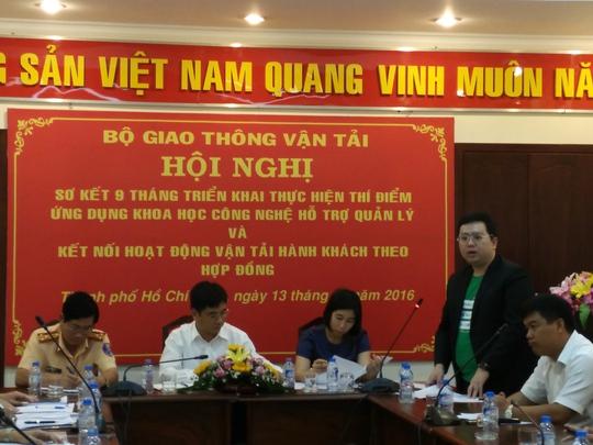 Ông Nguyễn Tuấn Anh, Giám đốc Công ty TNHH GrabTaxi (đứng) cho rằng cần sớm thống nhất, hướng dẫn DN nghiệp để đảm bảo công bằng về thuế. Ảnh:Chánh Trung.