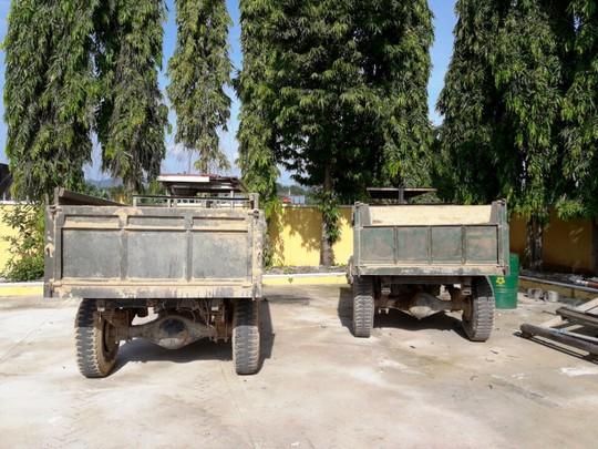 Tang vật 2 xe tải cùng cát trộm