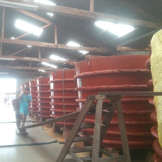 Sản xuất nước mắm truyền thống ở Phú Quốc - Ảnh: Bảo Trân