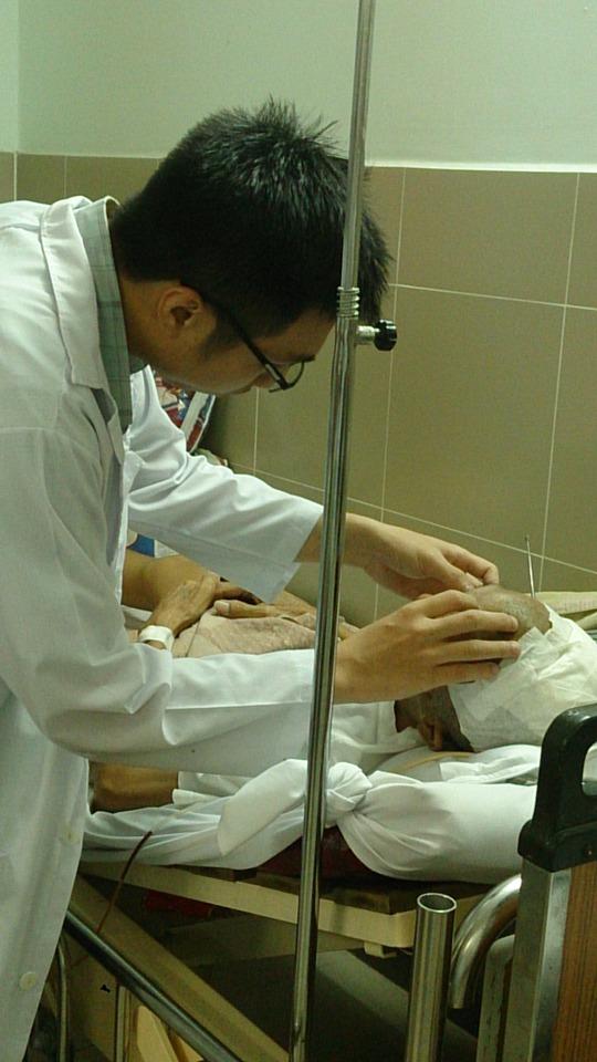 Bệnh được tiếp tục theo dõi điều trị sau phẫu thuật.
