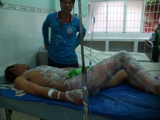 Bệnh nhân Trần Thanh Dũng đang được điều trị tại Bệnh viện Đa khoa Trà Vinh