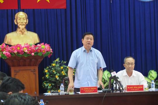 Bí thư Thành ủy TP HCM Đinh La Thăng tại buổi làm việc với Quận ủy, UBND quận Tân Bình về nội dung liên quan đến vấn đề ngập nước