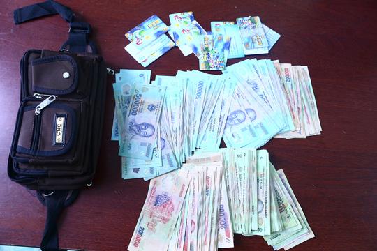Tiền và thẻ điểm