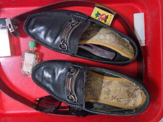 Đôi giày hành khách đã giấu dao gấp dài 20 cm vào