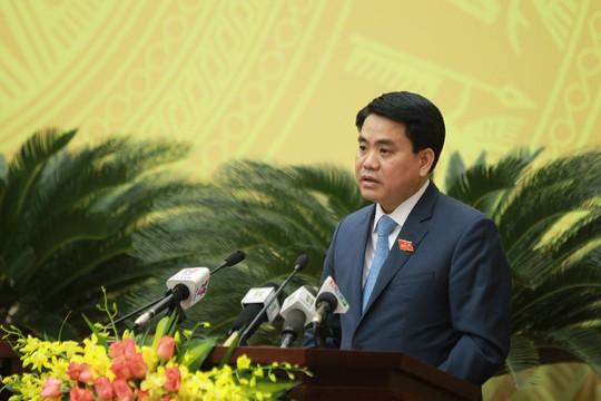 Chủ tịch UBND TP Hà Nội Nguyễn Đức Chung giải trình thêm một số vấn đề tại phiên chất vấn của HĐND ngày 7-12 - Ảnh: Hà Phương