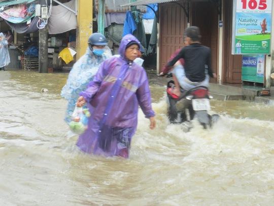 Ngập lụt tại thị xã Hương Trà, Thừa Thiên- Huế (ảnh Quang Nhật)