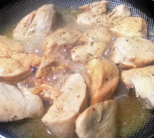 Thịt gà sau khi chiên sơ
