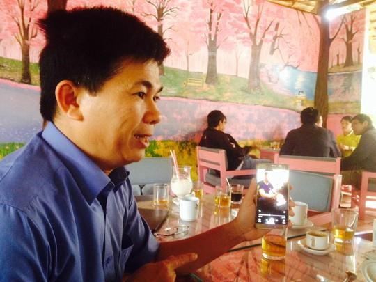 Trần Minh Lợi lúc cung cấp thông tin cho báo chí vụ việc tại huyện Đắk Mil