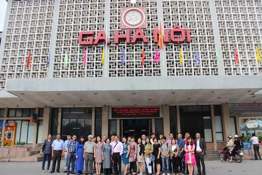 Đoàn famtrip tại Ga Hà Nội