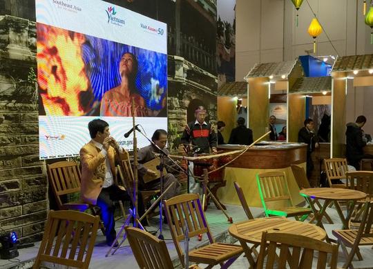 Chương trình biểu diễn nghệ thuật tại gian hàng