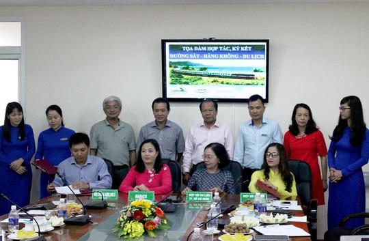 Ký kết thỏa thuận hợp tác chương trình du lịch nội địa kết hợp đường sắt và hàng không