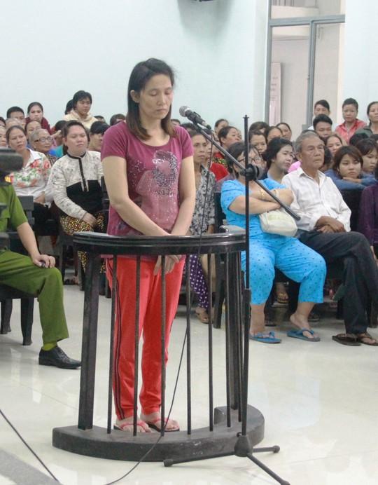 Bị cáo Nhi trước phiên toàn ngày 26-9