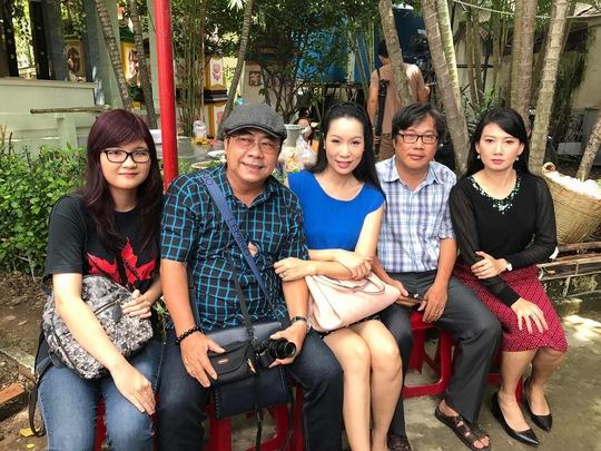 Các đồng nghiệp đến Nghĩa trang Chùa Nghệ sĩ tưởng nhớ NS Lê Công Tuấn Anh
