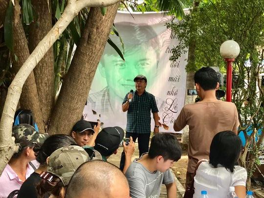 Đông đảo đồng nghiệp và khán giả đã đến nghĩa trang Chùa Nghệ sĩ tưởng nhớ NS Lê Công Tuấn Anh