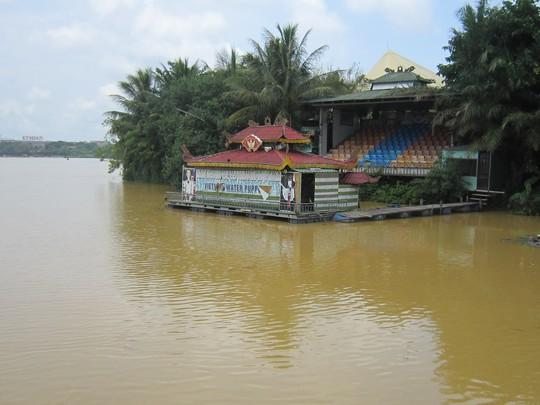 Nước sông Hương đục ảnh hưởng đến cảnh quan vốn rất thơ mộng của con sông này