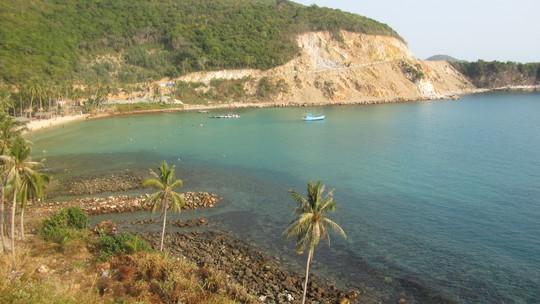 Bãi Mến nổi tiếng với bờ cát trắng, biển xanh và trong