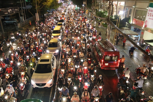 Theo quan sát, nguyên nhân kẹt xe phần lớn do ý thức người tham gia giao thông.