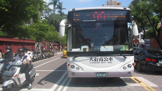 Xe buýt ở Đài Loan có nhiều tuyến nhưng cũng cần biết trước trước lịch trình và thời gian xe hoạt động, nếu không có thể chờ hơn cả giờ mới có thể đi được