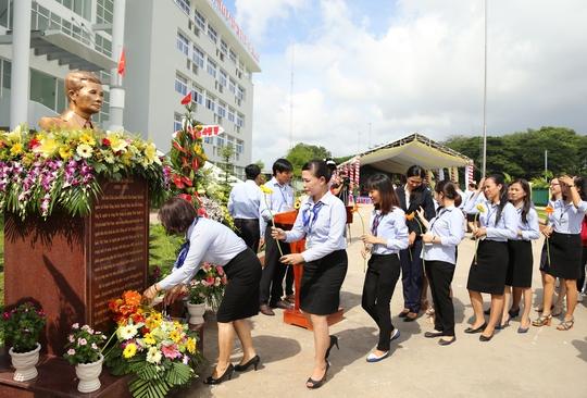 Dựng tượng nhà báo Trần Lâm tại Trường CĐ Phát thanh Truyền hình II