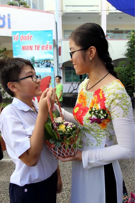 Chùm ảnh: Đến bên thầy cô bằng tấm lòng biết ơn