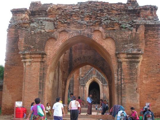 Bagan có khoảng 4000 ngọn tháp cổ