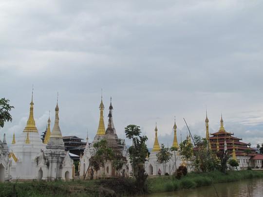 Những ngôi đền ven sông