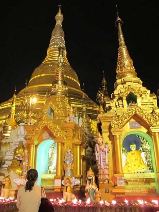Chùa Shwedagon vào ban đêm