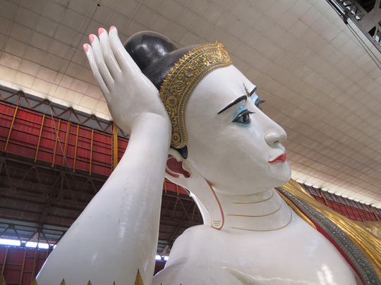 Chùa phật nằm Chauk Htat Gyi với tượng phật dài 72 mét