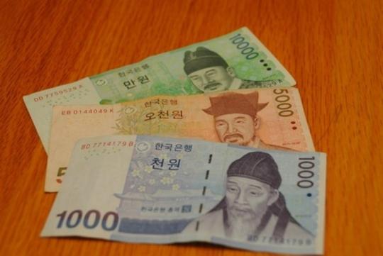 Trong số 180 đồng tiền được Liên Hợp Quốc công nhận, tiền của nhiều nước  châu Á lọt danh sách rẻ nhất thế giới, so với đồng USD, theo The Richest.