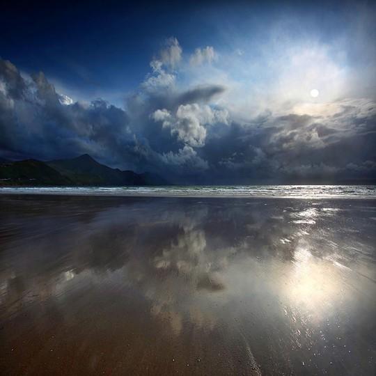 Những đám mây trắng tuyệt đẹp, cảm giác như bạn chỉ chạm tay là với tới được
