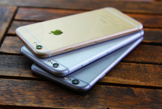 Các mẫu iPhone đời cũ đang được cửa hàng giảm giá mạnh để kéo sức mua tăng lên trong dịp cuối năm.