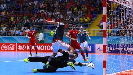 Iran lần thứ hai trong lịch sử vào bán kết World Cup futsal, lần này là chiến thắng gây sốc 4-3 trước Paraguay