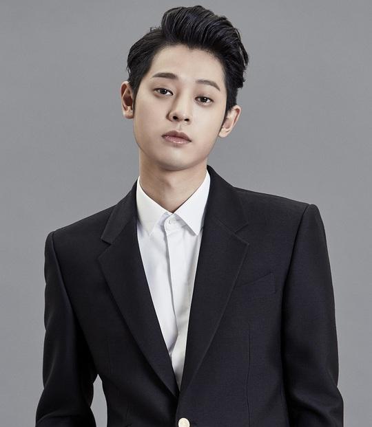 Nam ca sĩ kiêm DJ Jung Joon Young