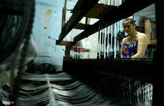 Vào những năm 80 và đầu thập niên 90, dệt Bảy Hiền phát triển đến mức cực thịnh, là nơi cung cấp vải nhiều nhất cả nước. Toàn phường 11 hơn 4.000 hộ dân thì có đến 1.700 hộ làm nghề dệt, thu hút gần 4.000 lao động. Tổng sản lượng sản phẩm của làng dệt làm ra lên đến 35 triệu mét vải mỗi năm.