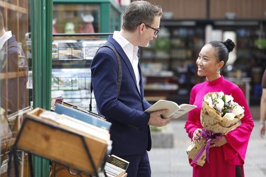 Đoan Trang và chồng vào vai vợ chồng trên phim. Một hình mẫu người đẹp Việt lấy chồng Tây