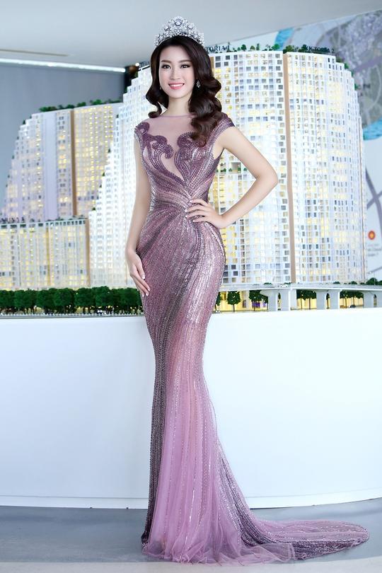 Hoa hậu Đỗ Mỹ Linh tuyệt đẹp trong những bộ váy