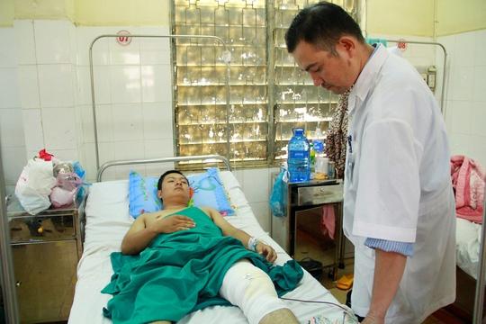 Thượng úy Nguyễn Trường Chinh đang điều trị tại Bệnh viện Đa khoa tỉnh Đắk Lắk