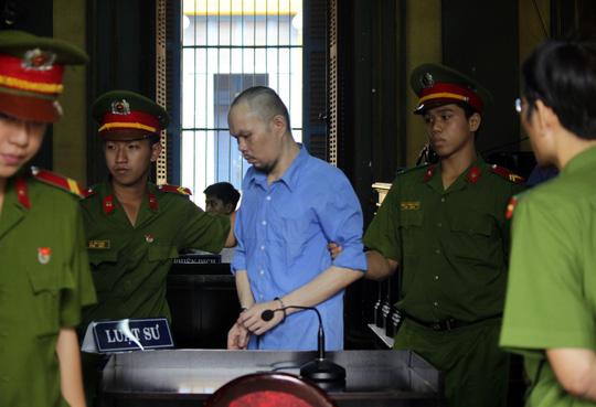 Bị cáo Lee Loke Dah được áp giải sau phiên tòa.