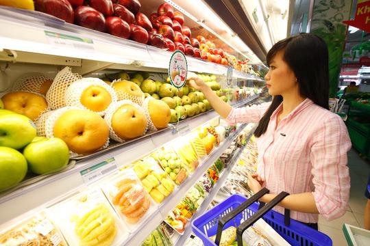 Các loại trái cây nhập khẩu của SATRA được bày bán tại chuỗi cửa hàng thực phẩm tiện lợi Satrafoods Ảnh: SATRA