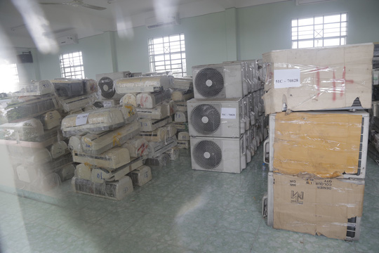Số hàng đã qua sử dụng tại Campuchia được vận chuyển lậu vào TPHCM và bị bắt giữ tại Bình Dương
